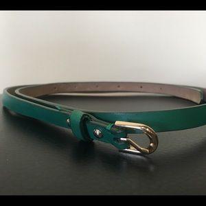 ANN TAYLOR Leather Skinny Belt. Gold detail.